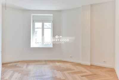 Отремонтированная квартира в Example